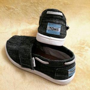 TOMS BLUE JEAN MOCCASINS (DARK WASH)